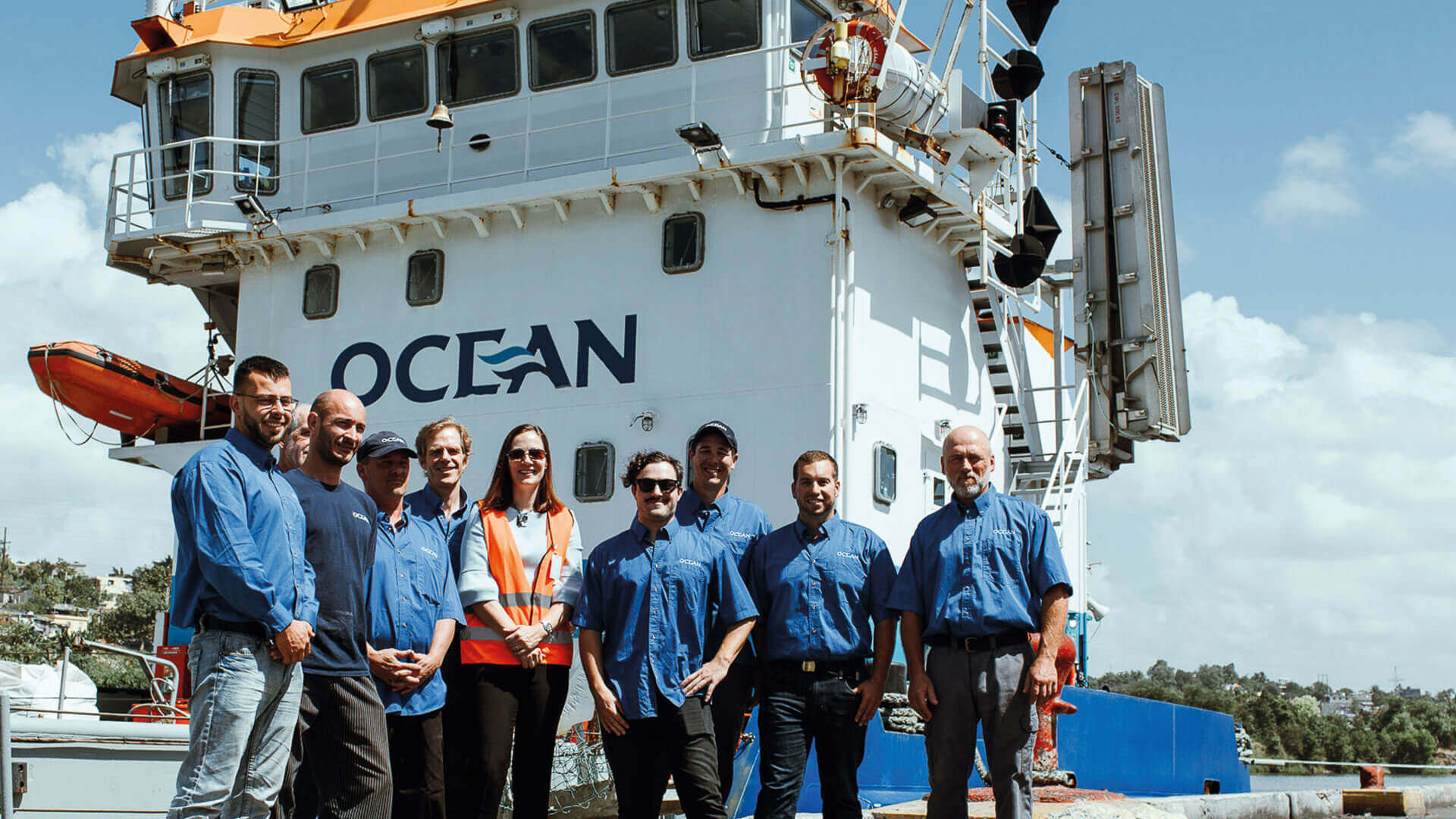 The ambassador of Canada in the Dominican Republic received on board of the OCEAN TRAVERSE NORD dredge