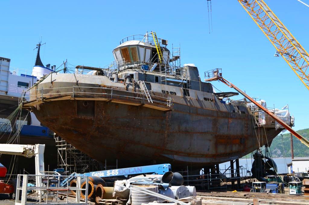 Construction_Remorqueur_coque_grue_chantier_naval_2013