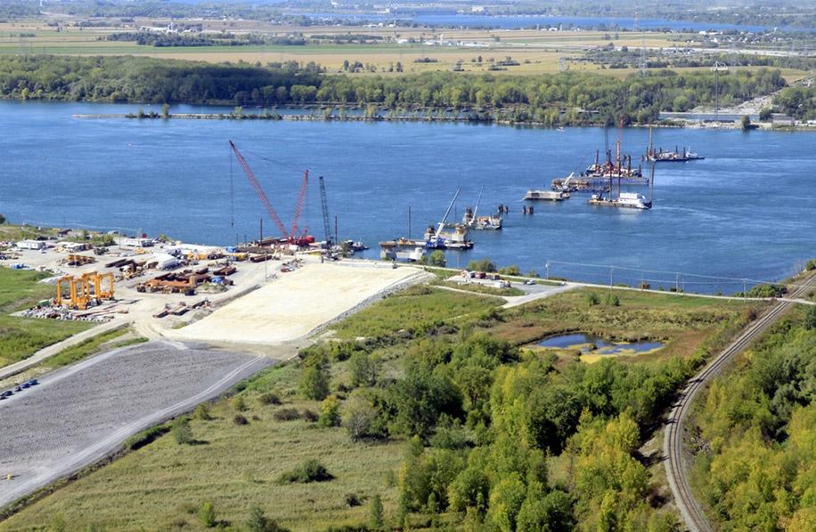 Construction_pont_champlain_fleuve_Ocean_2009