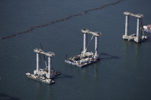 Construction_pont_champlain_fleuve_pilier_Ocean_2009