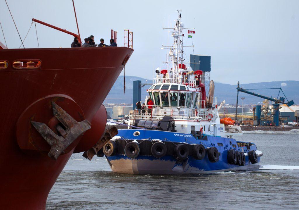 Remorquage_Remorqueur_Seavenus_Matelots_OCEAN_TUNDRA_2013_001