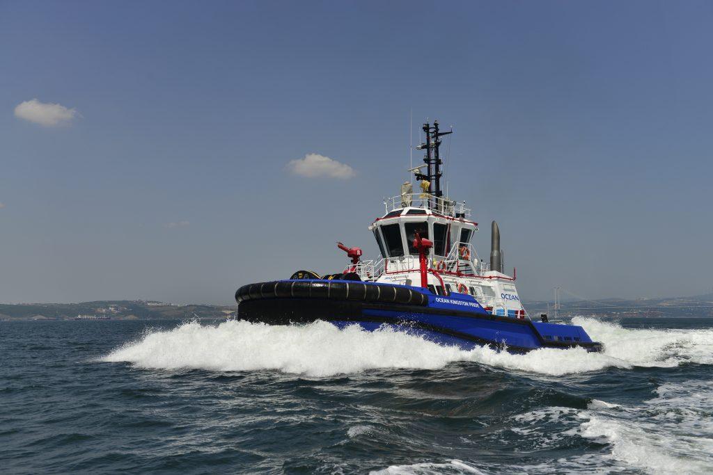 Remorquage_port_OCEAN-KINGSTON-PRIDE-caraibes_mer