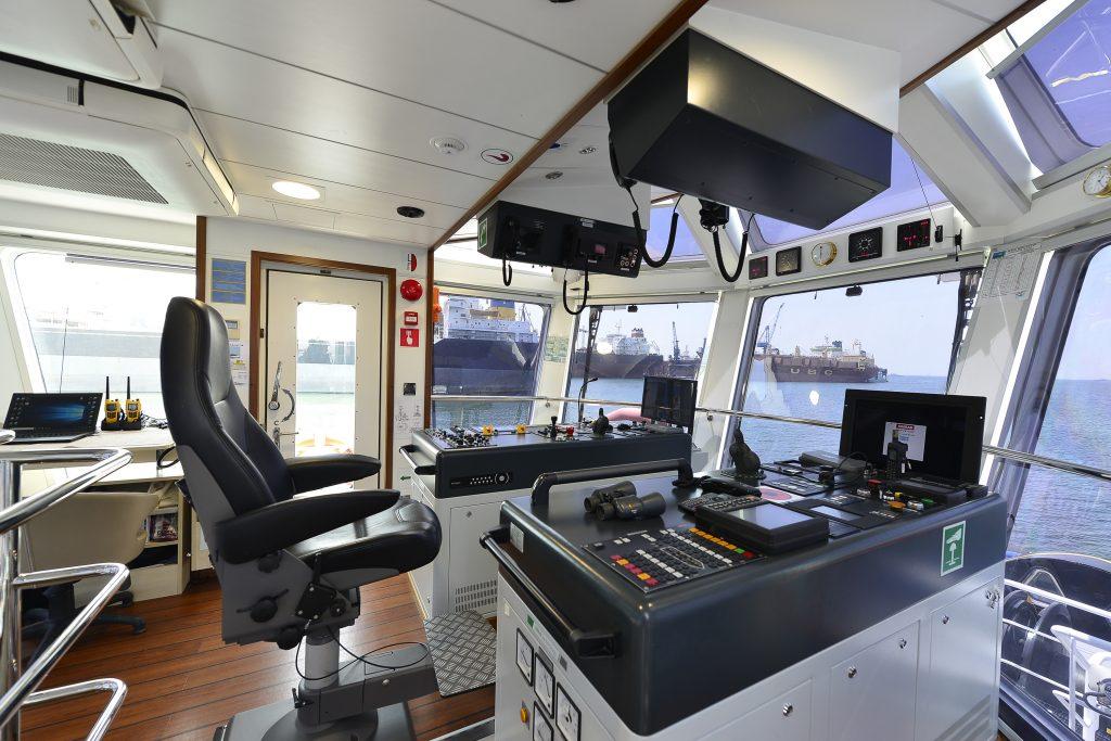 Remorquage_port_OCEAN-KINGSTON-PRIDE-interieur_pilotage