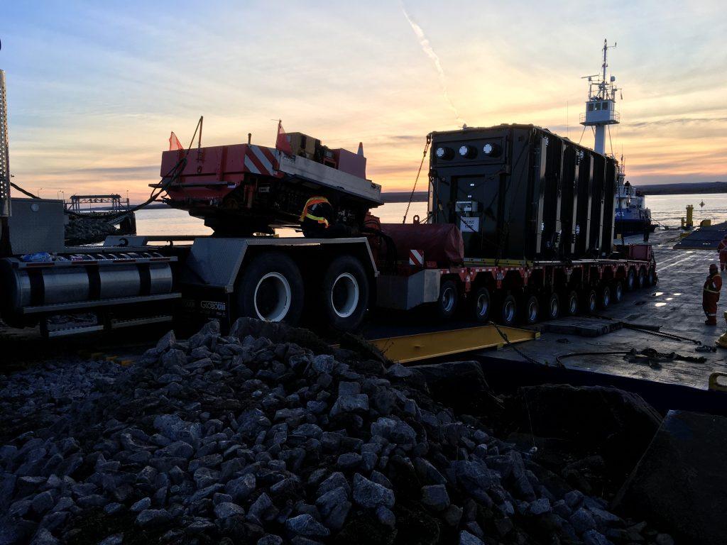 Transport_maritime_surdimensionne_camion_barge_elevatrice_2017_001