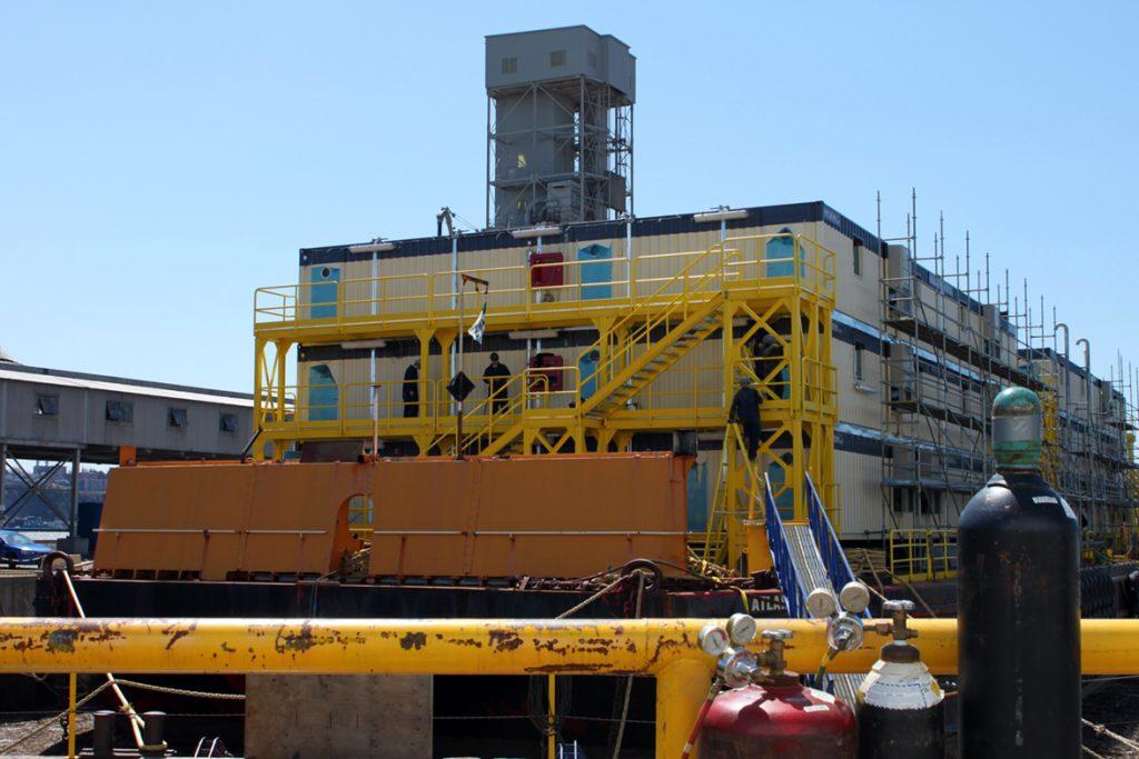 Construction_Barge_Hebron_001