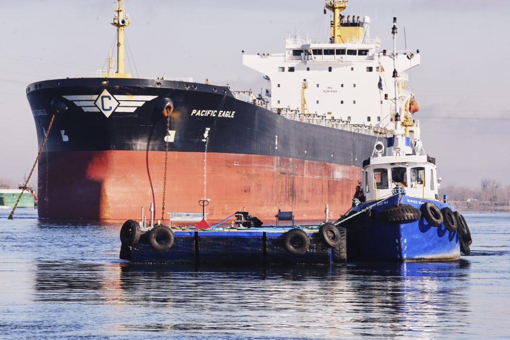 Location_barge_bateau_travail_fleuve_Service_Boat