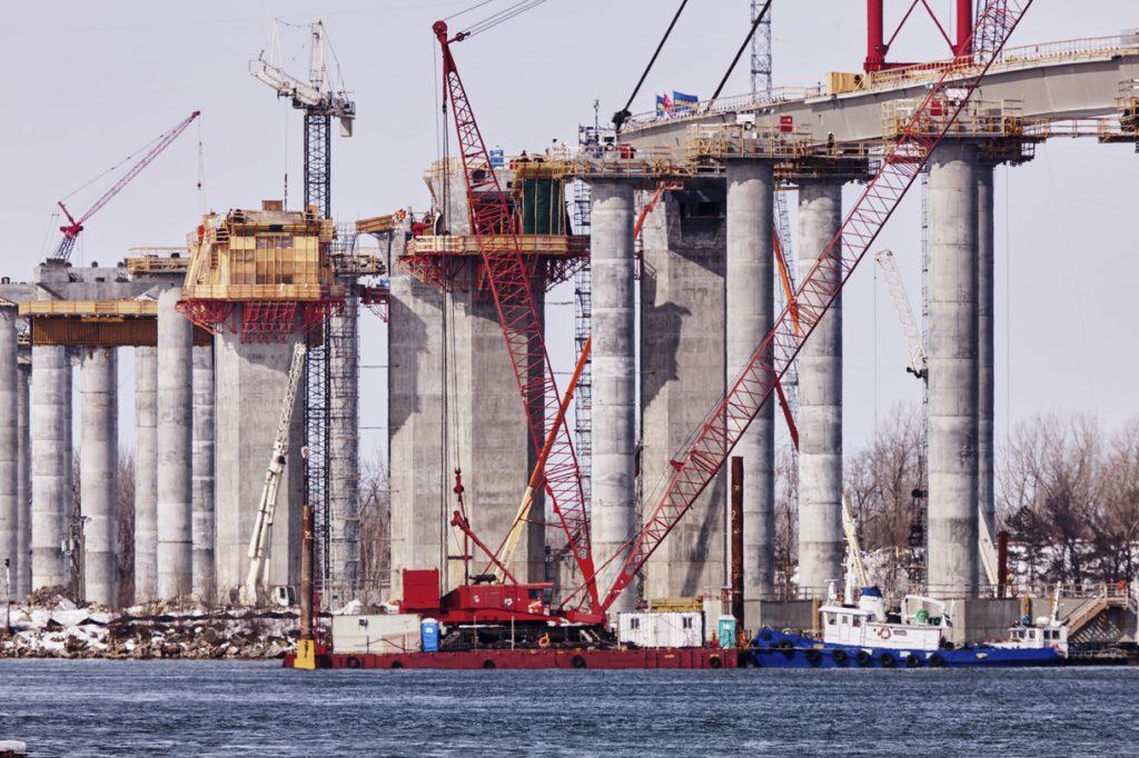Location_barge_bateau_travail_pont_champlain_fleuve_120305_BeauharnoisGroupeOcean