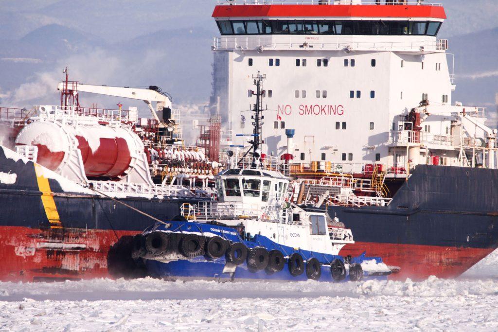 Remorquage_portuaire_-navire_NO_SMOKING_remorqueur_OCEAN_HENRY_BAIN