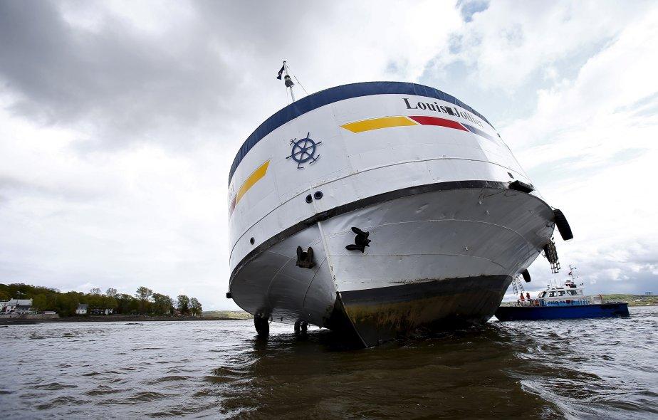 Sauvetage_Remorquage_maritime_AML_Bateau_croisiere_REMORQUEUR
